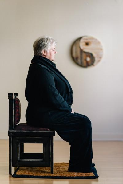 Meditationssitz auf einem Stuhl