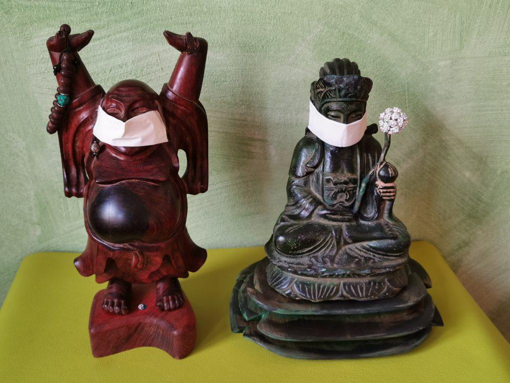Buddha mit Mundschutz